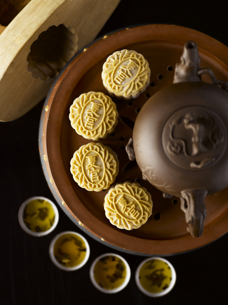 saigon-mid-autumn-fest-be-completed-with-moon-cakes